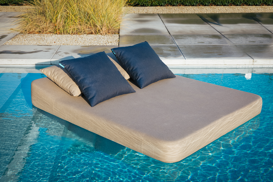 Twinlounger-with-outdoor-cushions-Elise-or-Emma-