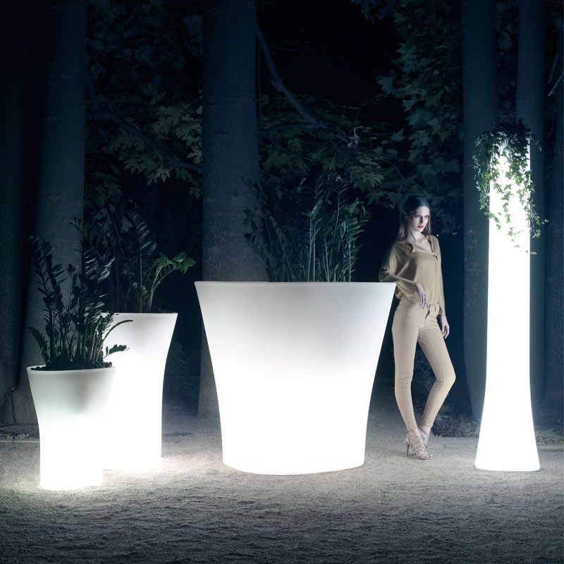light-up-design-planters-bones
